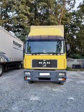 camion bâché MAN 18-272