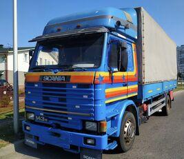 camion bâché SCANIA 143