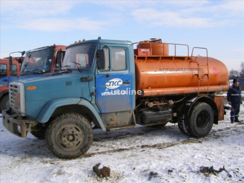 camion de carburant ZIL 4310