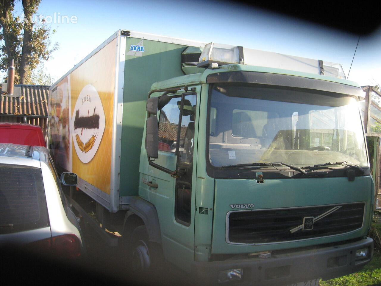 camion isotherme VOLVO FL 180